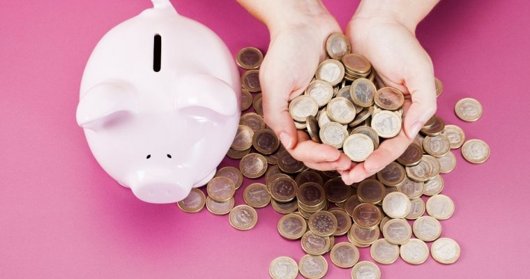 Pink background with piggy bank