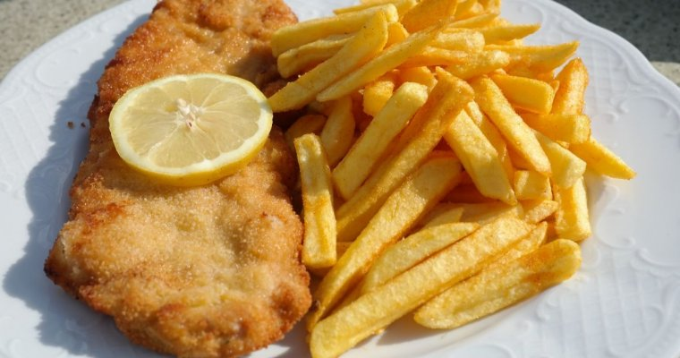 Fish in batter with skinny chips
