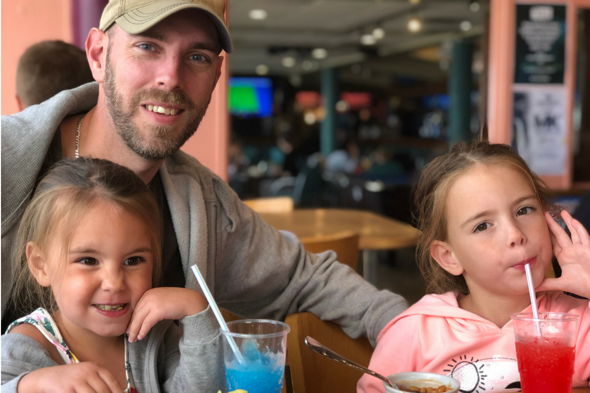 Matt and kids eating at Watersplash bar