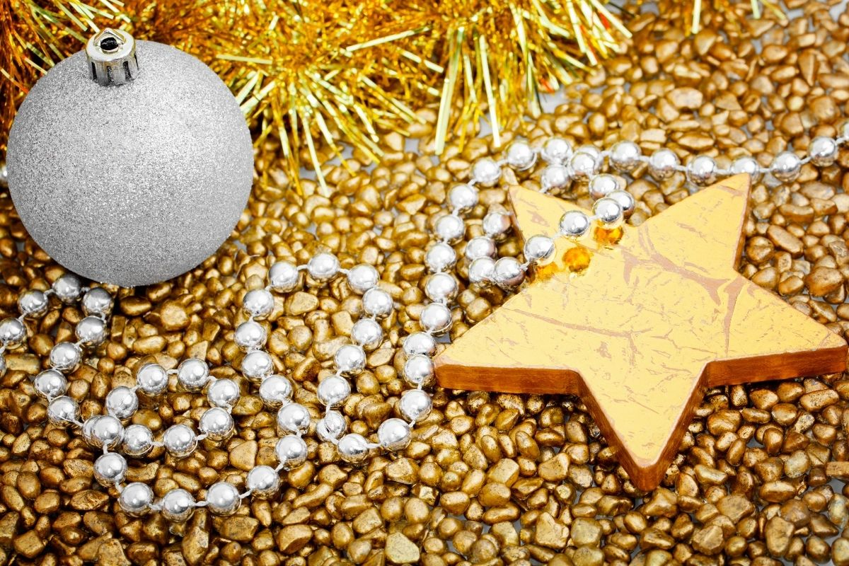 Gold background with a gold star and silver bauble