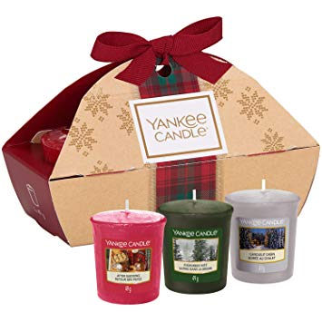 Yankee Candle Gift Set with 3 Scented Votive Candles, Alpine Christmas Collection, Festive Gift Box*