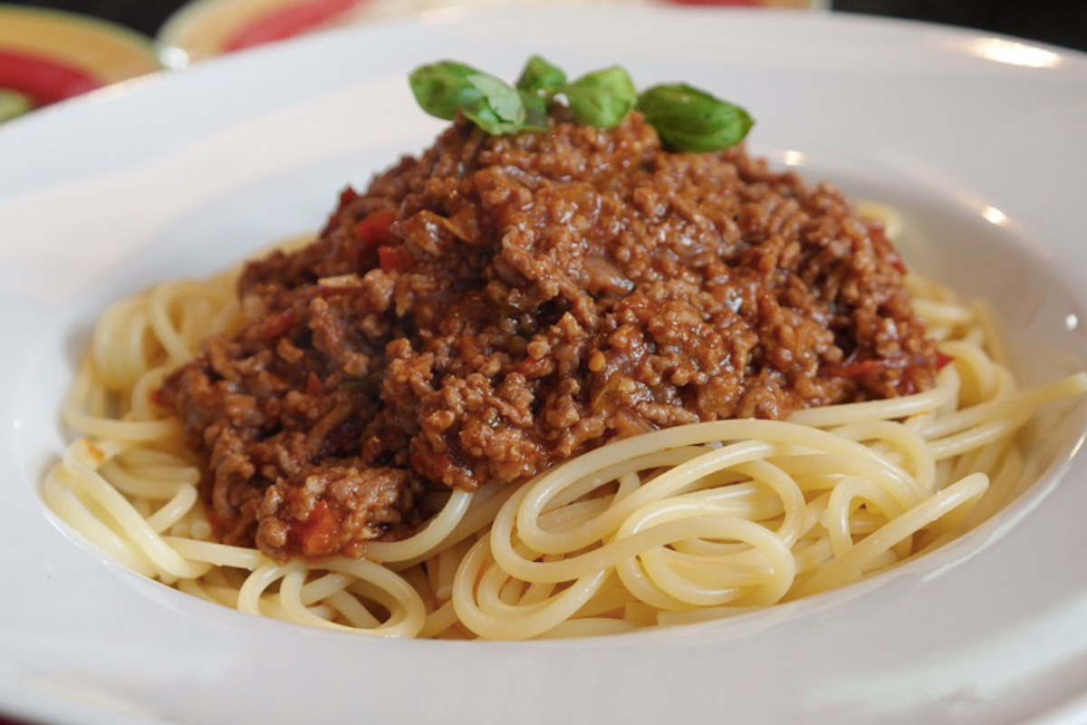Low Cost & Healthy Slow Cooked Traditional Spaghetti Bolognese