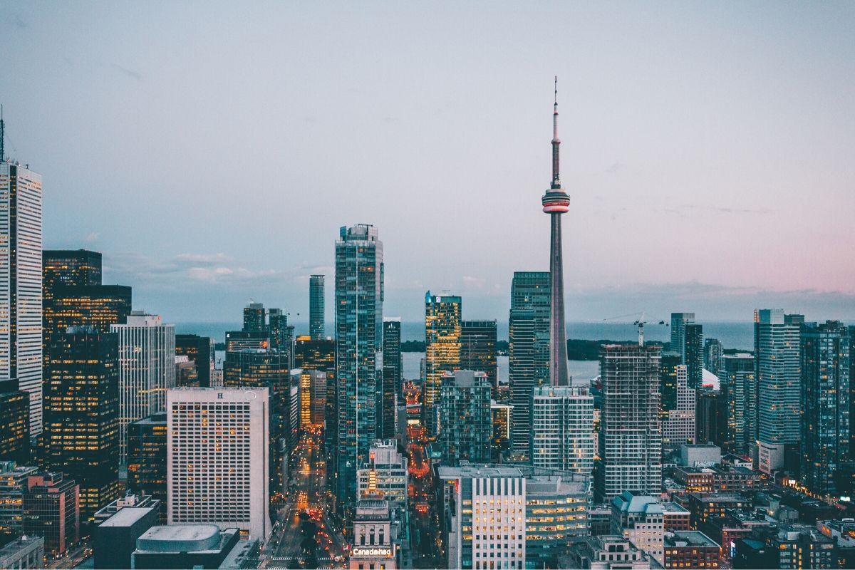 7 Tips for Traveling Cheap to Canada