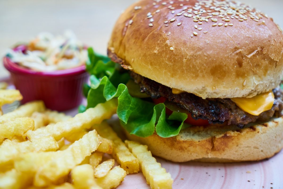 Really Easy Homemade Beef Burgers For Under £1 a Head