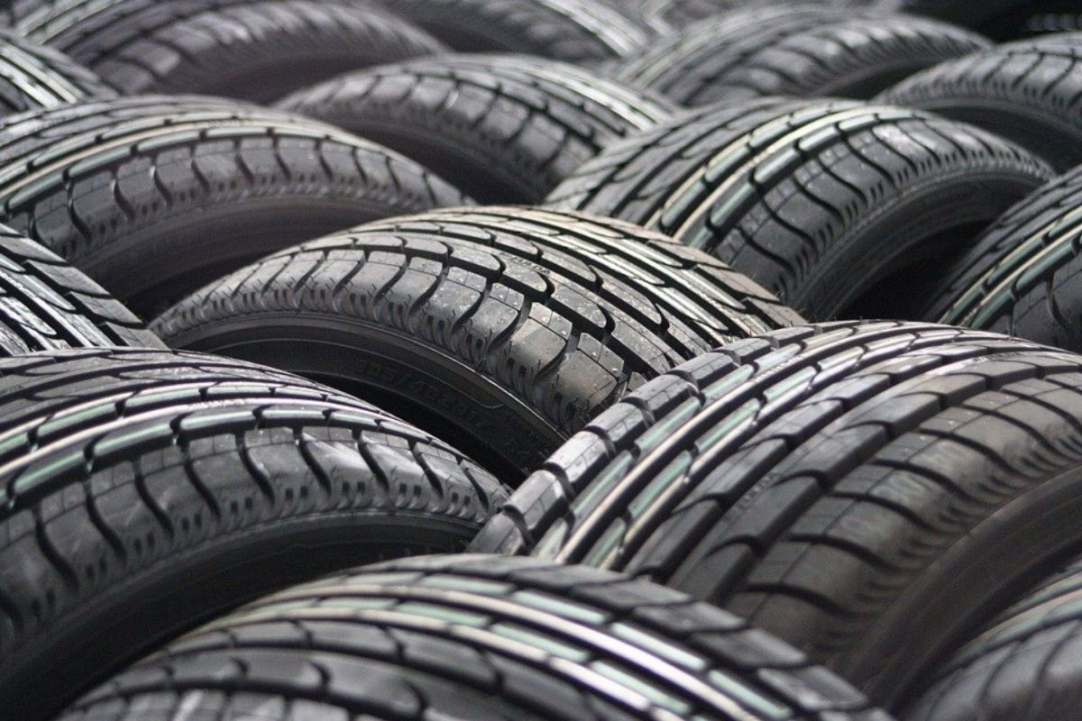Car tyres bunches together