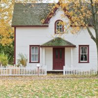 Country house that is white