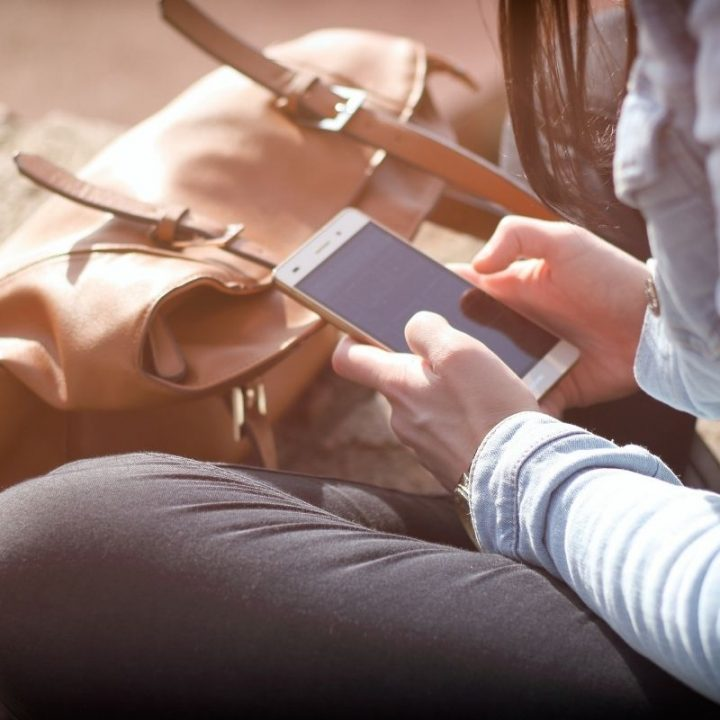 6 Ways That You Can Save Money on Your Mobile Phone Bills